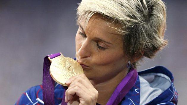 Barbora Špotáková se den po triumfu v ženském oštěpu dočkala zlaté medaile.