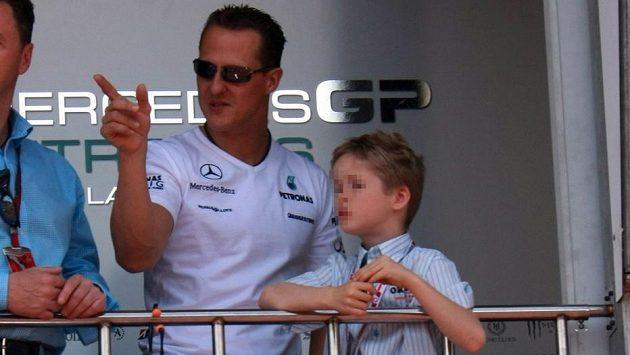 Mick Schumacher na snímku z roku 2010 se svým otcem.