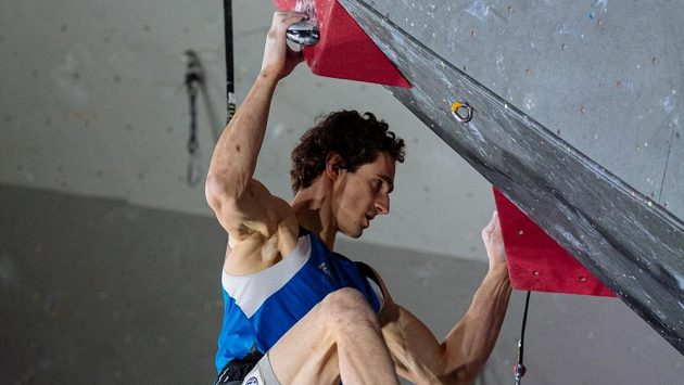 Český sportovní lezec Adam Ondra v Toulouse při kvalifikaci o účast na OH v Tokiu.
