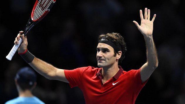 Vítězné gesto Rogera Federera, Švýcar má účast v semifinále Turnaje mistrů na dosah.