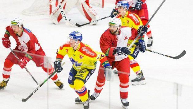 Hokejový útočník Lukáš Vopelka se bude ucházet o smlouvu na zkoušce v týmu nováčka extraligy Českých Budějovic. (ilustrační foto)