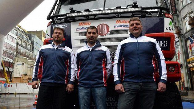 Zleva navigátor René Kylián, kopilot David Kylián a týmový jezdec Martin Kolomý z týmu Tatra Buggyra Racing.