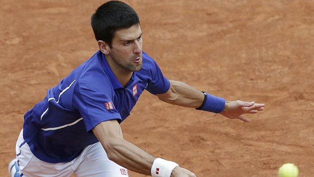 Srbský tenista Novak Djokovič v utkání proti Argentinci Pellovi.