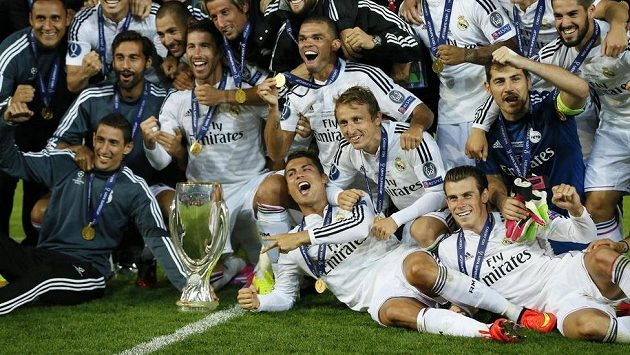 Takhle slavili fotbalisté Realu Madrid v Cardiffu svou první letošní trofej - Superpohár UEFA.