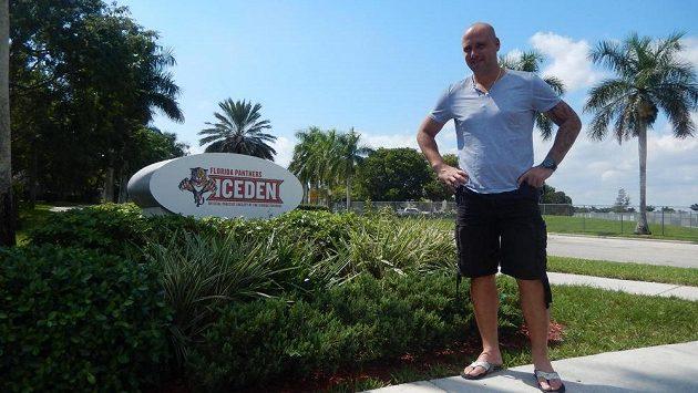 Tomáš Vokoun se po konci kariéry věnuje na Floridě trénování a rodině. Do Čech se dostane jen občas, jubilejní Zlatou hokejku však nevynechal.