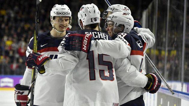 Radost hokejistů USA po gólu v souboji se Švédskem.