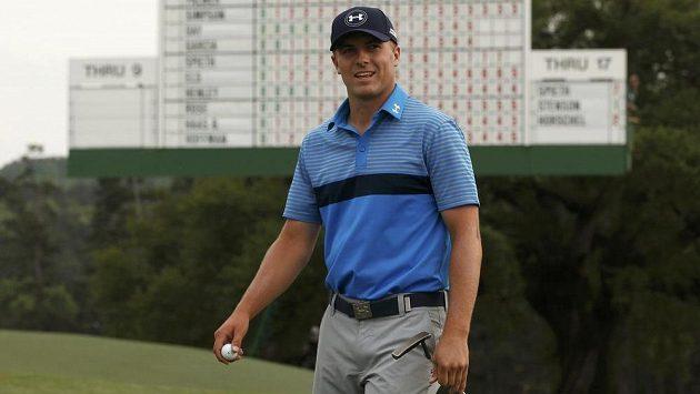 Americký golfista Jordan Spieth na osmnácté jamce během turnaje Masters v Augustě.