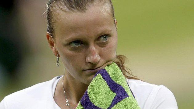 Smutek Petry Kvitové po vyřazení ve čtvrtfinále grandslamového Wimbledonu.