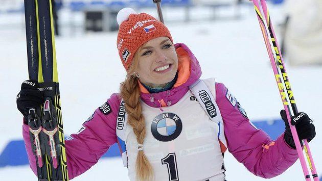 Rozjásaná Gabriela Koukalová, v Oberhofu si připsala třetí triumf v sezóně.