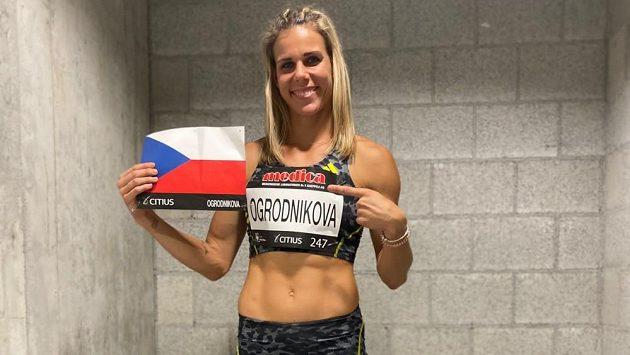 Nikola Ogrodníková se svým startovním číslem v Bernu.