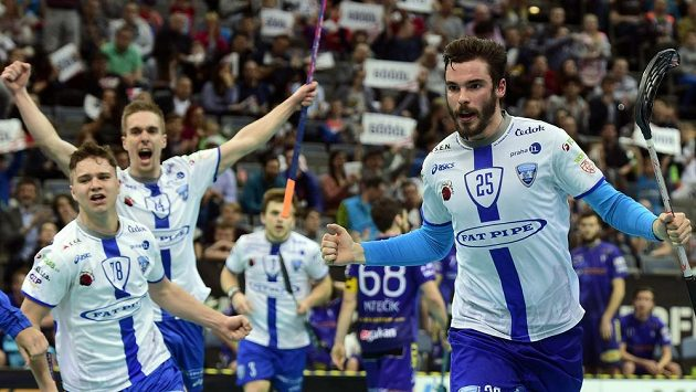 Radost autora rozhodujícího gólu Chodova Toma Ondruška (vpravo).