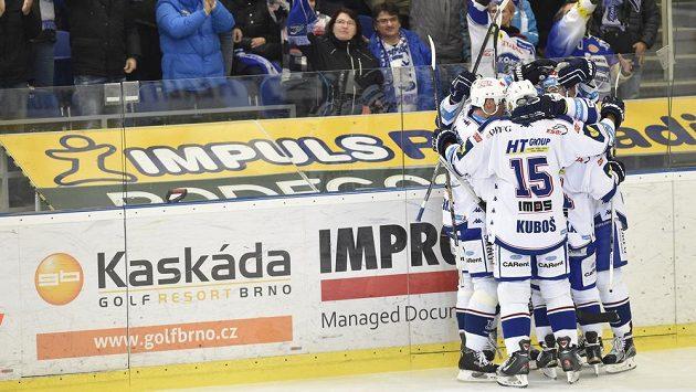 Hokejisté brněnské Komety se radují z gólu - ilustrační foto.