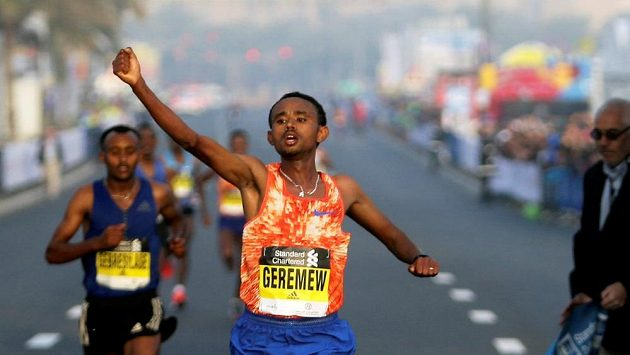 Mosinet Geremew z Etiopie při triumfu v Dubaji.