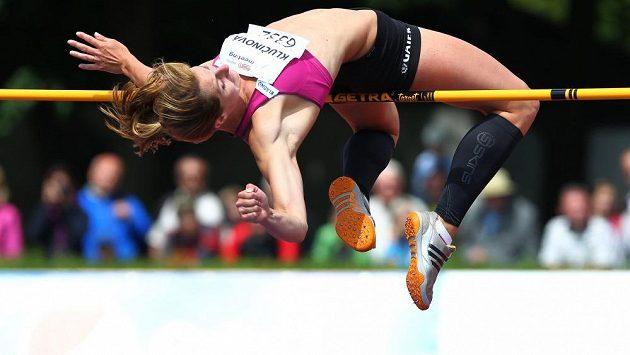 Eliška Klučinová při výšce během TNT Express mitinku v Kladně.