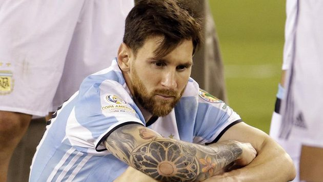 Smutný Argentinec Lionel Messi po finálovém nezdaru proti Chile.