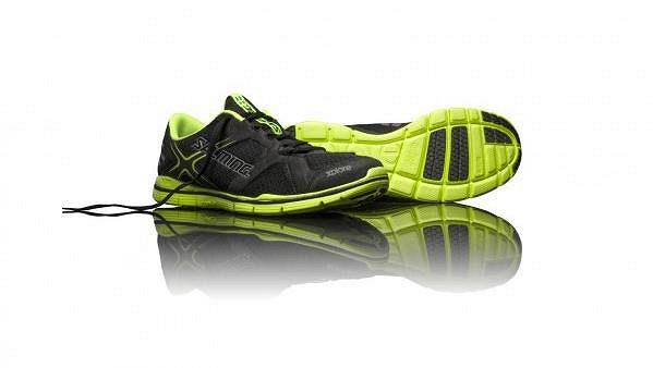 Salming Xplore - minimalistická forma obuvi.