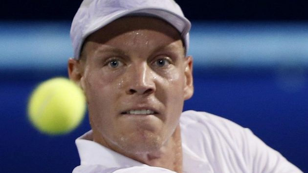 Tomáš Berdych ve finálovém utkání v Dubaji proti světové jedničce Novaku Djokovičovi.