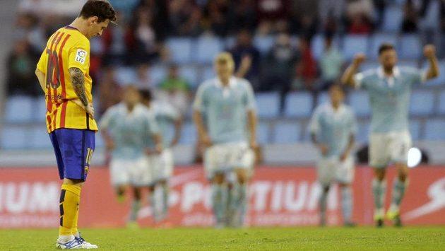 Zklamaný Lionel Messi (vlevo) poté, co jeho Barcelona prohrála na hřišti Celty Vigo.