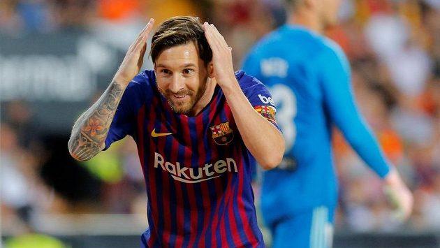 Úžas v očích měl barcelonský Lionel Messi, když vstřelil gól v utkání španělské ligy proti Valencii.