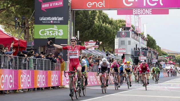 Němec Andre Greipel míří za etapovým triumfem na Giru.