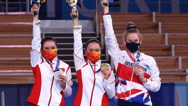 První tři ženy soutěže ve skocích na trampolíně