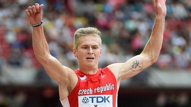 Český dálkař Radek Juška během jednoho ze svých pokusů v kvalifikaci mistrovství světa v Pekingu.