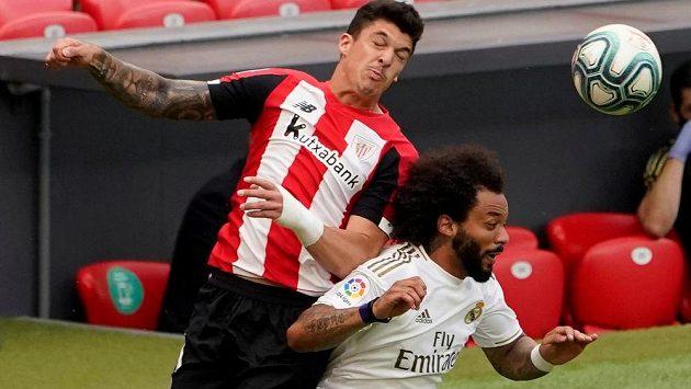 Marcelo (vpravo) z Realu Madrid a Ander Capa u Bilbaa.