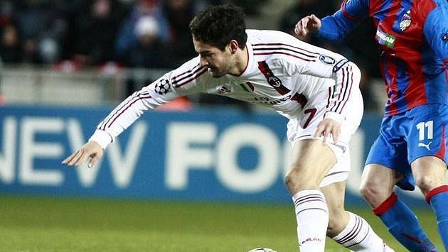Brazilský fotbalista Pato ještě v dresu milánského AC v zápase Ligy mistrů proti Plzni.