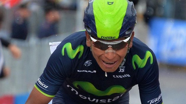 Kolumbijský cyklista Nairo Quintana v cíli 16. etapy Gira d´Italia.