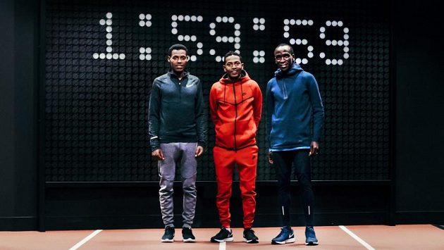 Trio adeptů na pokoření dvouhodinové hranice. Zleva Lelisa Desisa, Zersenay Tadese a Eliud Kipchoge.