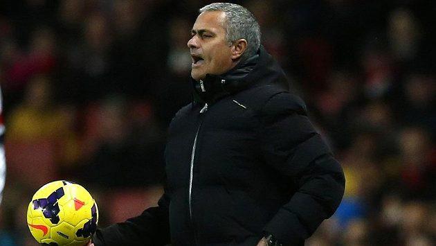 Kouč Chelsea José Mourinho během zápasu s Arsenalem.