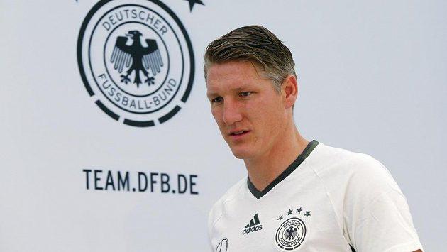 Bastiana Schweinsteigera trápí zranění už skoro tři měsíce.