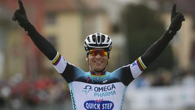 Zdeněk Štybar se v cíli závodu ve Stříbře raduje ze zisku sedmého titulu mistra ČR v cyklokrosu