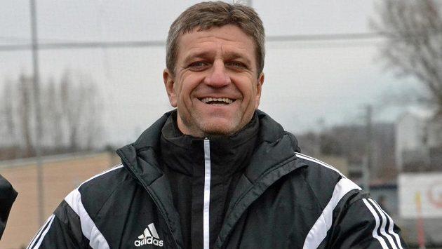 Hlavním trenérem Karviné bude na jaře Josef Mucha. Pod jeho vedením zahájil tým zimní přípravu.