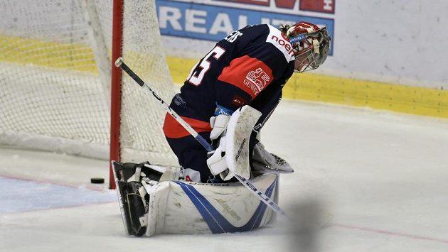 Brankář hokejového Chomutova Justin Peters byl překonán.