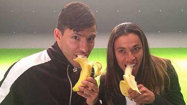 Argentinec Sergio Agüero a známá brazilská fotbalistka Marta. Ta končí své působení ve Švédsku a nově bude hrát v USA za Orlando