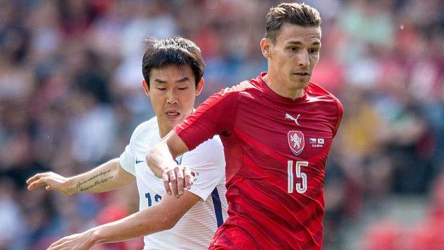 David Pavelka v dresu české reprezentace během přípravného utkání s Jižní Koreou.