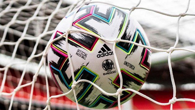 Oficiální míč mistrovství Evropy 2020 Uniforia - ilustrační foto.