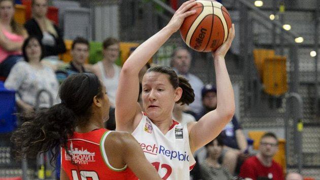 Česká reprezentantka Tereza Vyoralová v zápase s Běloruskem.