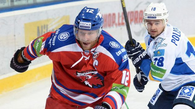 Kapitán Lva Jiří Novotný (vlevo).