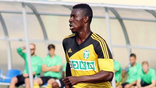 Bývalý Baníkovec Derrick Mensah z Ghany obléká dres Karviné.
