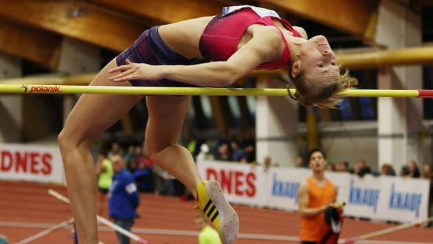 Výškařka Michaela Hrubá při vylepšení českého juniorského rekordu na 195 cm.
