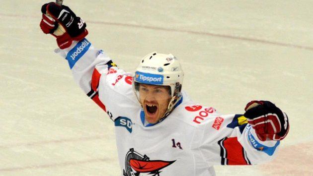 Marek Tomica z Chomutova se raduje ze svého gólu v zápase proti Spartě.