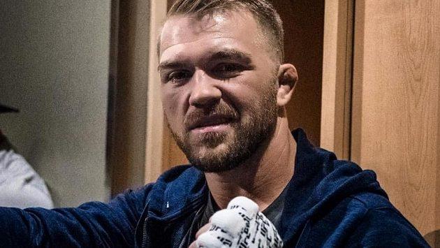 Bryan Caraway nemá v těchto dnech myšlenky na MMA.