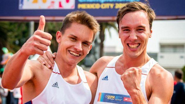 Moderní pětibojaři Martin Vlach a Jan Kuf bezprostředně po závodě na mistrovství světa v Mexiku.