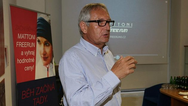 MUDr. Petr Homoláč při přednášce v sídle RunCzechu.