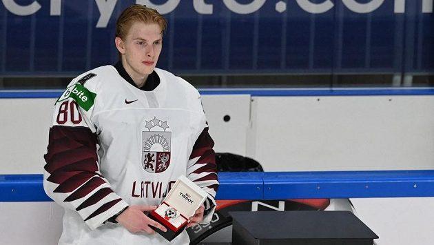 Matiss Kivlenieks poté, co před necelými dvěma měsíci vychytal na MS za Lotyšsko čisté konto proti Kanadě a byl vyhlášen nejlepším hráčem svého týmu.