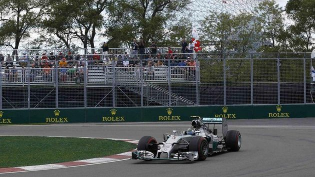 Nico Rosberg na okruhu Gillese Villeneuvea v kanadském Montrealu.