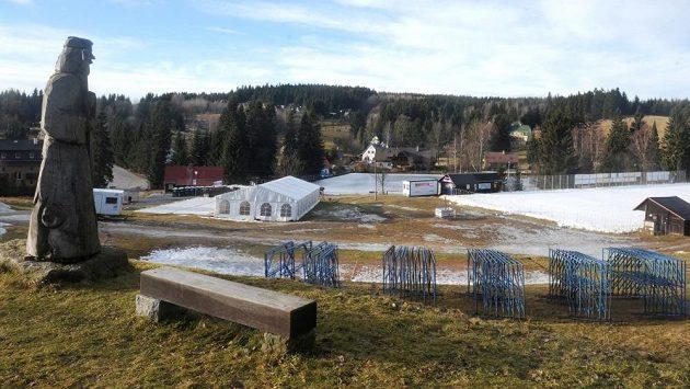Sněhové podmínky v Bedřichově běhu na lyžích rozhodně nepřály.