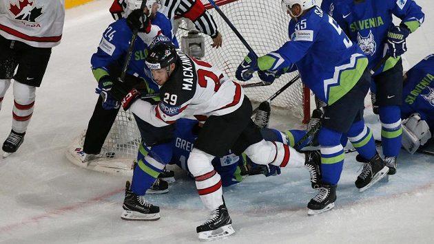 Nate MacKinnon byl nejlepším střelcem Kanady v duelu se Slovinskem.